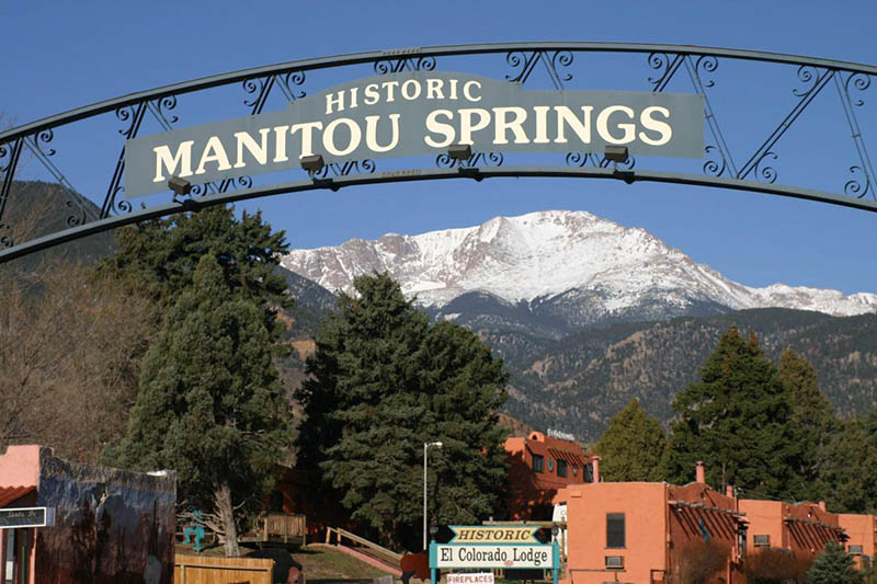 Manitou Springs welcome arch